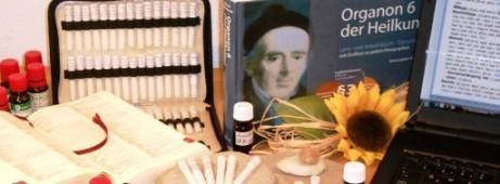 Verschiedene Arbeitsmittel der Klassischen Homöopathie in München
